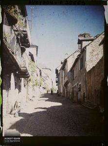 France, Najac, Rue montant vers la Place
