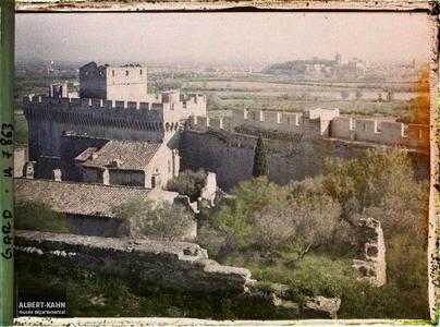 France, Villeneuve, Les Remparts de Villeneuve et Avignon dans le fond
