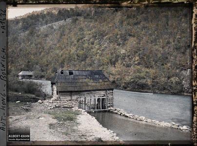 Bosnie, Banja Luka, Après Krupa, un moulin à axes verticaux sur godets.Après Krupa, un moulin à axes verticaux sur godets