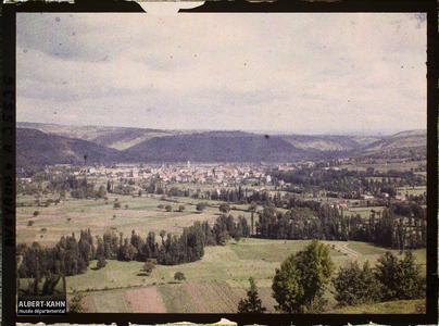 France, St Julien d'Empeyre (Aveyron), La Vallée du Lot et Capdenac Ville, vue prise du mont Verdier
