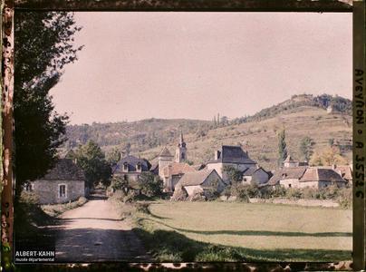 France, St Julien d'Empeyre (Aveyron), St Julien vu de la route