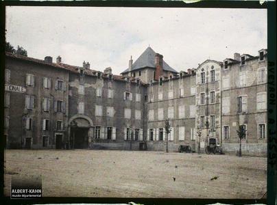 France, Villefranche de Rouergue (Aveyron), Place de l'Hôtel de Ville.