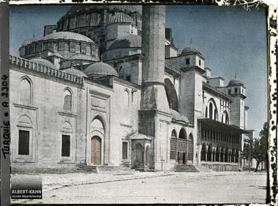 Turquie, Stamboul (Constantinople), Vue du Côté de la Soulémani. Une façade de la Süleymaniye Camii («mosquée de Soliman le Magnifique» )