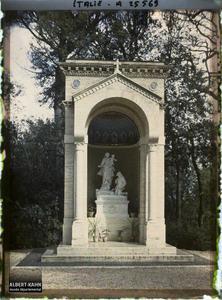 Italie, Rome, Monument élevé par Benoit XV dans les jardins du Vatican.Monument élevé par Benoit XV dans les jardins du Vatican