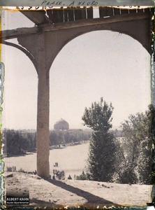 Perse, Ispahan, Vue vers Mosquée Lof Allah prise de Chah Abbas.Vers le dôme de la Masdjid-i-Sadr (mosquée du Cheikh Lotfallah), côté est de la Meydan-i-Chah