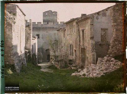 France, Villeneuve, Vieille rue à l'intérieur du fort St André
