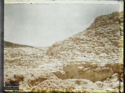 Algérie, Barrage de l'Habra, Barrage de l'Habra en aval du Confluent Brèche côté ouest Vue d'aval. Barrage de l'Habra en aval au Confluent avec l'Oued El-Fergoug, un détail de la brèche côté ouest, vue d'aval