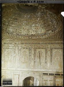 Turquie, Constantinople, La Coupole (que rien ne soutient). Coupole et panneaux de bois peint du « kiosque de Koprülu » sur la rive du Bosphore