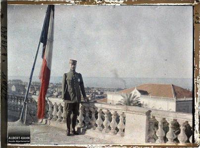 Syrie, Beyrouth, Le Général Gouraud sur la terrasse de son Hôtel. Le général Gouraud, haut-commissaire de la République française, sur la terrasse de sa résidence