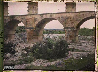 France, Beaucaire, Le pont du Gard vu de l'amont.