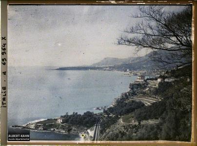 Panorama sur Menton et le Cap Martin depuis le village de Grimaldi.