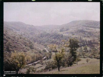 France, St Julien d'Empeyre (Aveyron), Route de Nossac vers le mont Cavalier