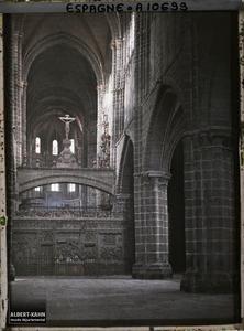 Espagne, Avila, La nef principale de la Cathédrale vue du fond de l'Eglise (l'ensemble est en granite).