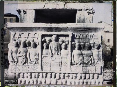Turquie, Constantinople, Obélisque de Théodose, bas-reliefs Sud: Théodose présidant aux Jeux du Cirque.