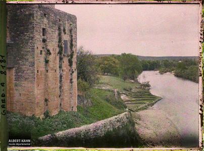 France, Uzès, Ste Anasthasie vue du Gard