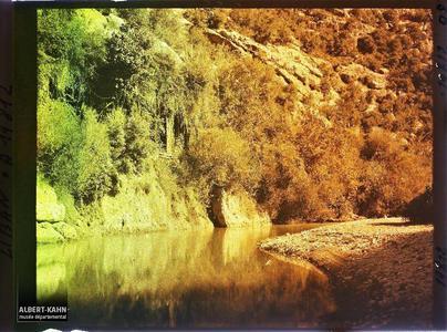 Syrie, Beyrouth, Berges du Nahr-el-Kelb. Sur une berge des gorges du Nah-el-kelb