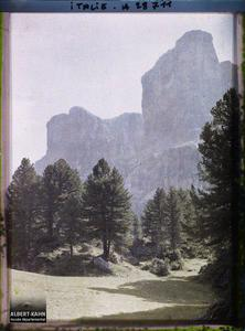 Tyrol, Wolkenstein, Col du Groedner, Une vue sur les Mesules.