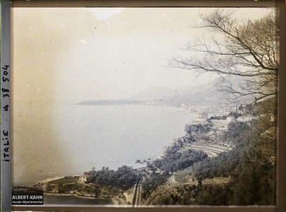Italie, Tenda, Panorama s/ Menton et le Cap Martin, vue prise de Grimaldi.Panorama sur Menton et le Cap Martin depuis le village Grimaldi