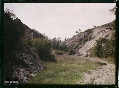 France, Vallée de l'Alzou, Débouché du ravin vers la route de Villefranche, Monteils