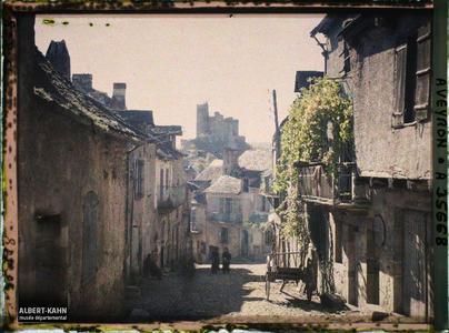 France, Najac, Aspect des rues de Najac en direction vers le Château