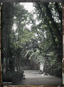 Espagne, Grenade, La Puerta de Grenade.Puerta de las Grenadas séparant la médina de la promenade boisée menant à l'Alhambra