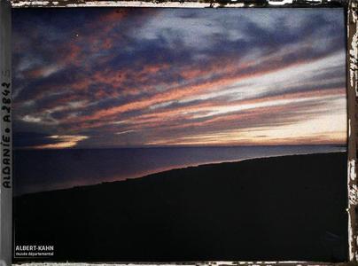 Albanie, Durrazzo, Tout rouge.Coucher de soleil sur le golfe de Durazzo: tout rouge