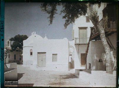 Grèce, Mikonos, Une petite place et une petite rue à arcades. Une petite place et une petite rue à arcades