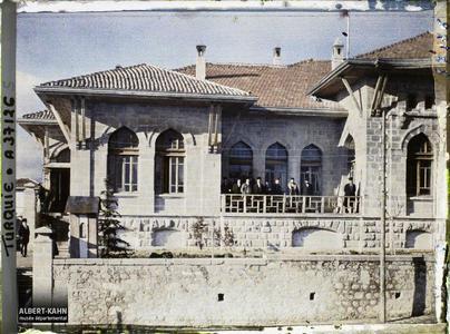 Turquie, Angora, Députés sur la terrasse du Palais de la Grande Assemblée.Députés sur la terrase de la Grande Assemblée Nationale