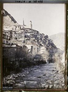 Italie, Tenda, Aspect général de la Ville, vue prise de la route de Breil (Coni). Vue d'ensemble sur la ville de Tenda