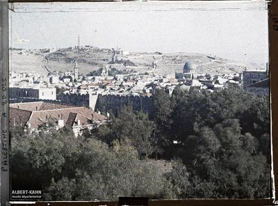 Palestine, Jérusalem, Panorama de Jérusalem vers la mosquée d'Omar. Vue de la vieille ville prise de l'ouest en direction du Mont des Oliviers