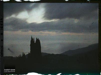 Mont Athos, Karyès, Levers de Soleil à Karyès.