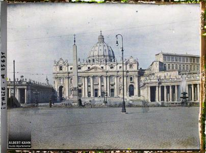 Italie, Rome, St Pierre - Vue d'ensemble.Vue d'ensemble de la place et de la basilique Saint-Pierre