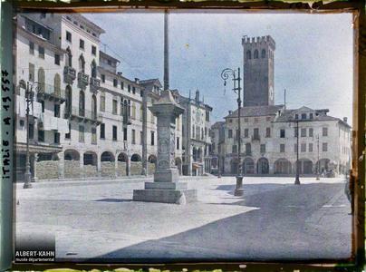 Italie, Bassano, Place Victor Emmanuel. Place Victor Emmanuel