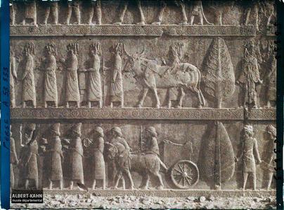 Perse, Persépolis, Salle de Xerxès - Escalier - Porteurs de tribut (Syriens).Escalier nord de l'Apadana, détail de la procession des tributaires