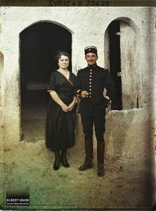 Syrie, Palmyre, Premier ménage français à Palmyre, le Capitaine et Mme Raynaud. Le capitaine Raynaud et son épouse