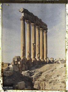 Syrie, Balbeck, Colonnade du Temple de Jupiter au soleil levant.Vue du côté interne des six colonnes restantes du péristyle méridional du sanctuaire du Temple de Jupiter Heliopolitain