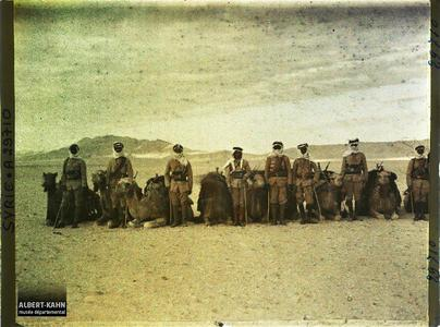 Syrie, Palmyre, Types de Bédouins Méharis avec leur monture. Types de Bédouins Méharis avec leur monture