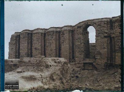 Irak, Ur, Façade Nord du Temple de E-Dublal-mah.Façade nord du temple E-Dublal-Mah (portes en ogives des XV, XIV eme siècles avant J.-C. ou premier millénaire avant J.-C.)