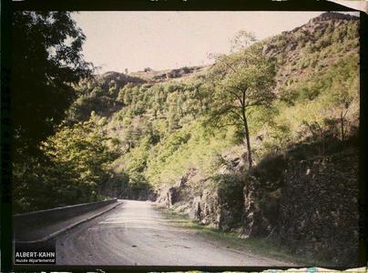 France, Vallée de l'Alzou, Aspect de la route de Villefranche