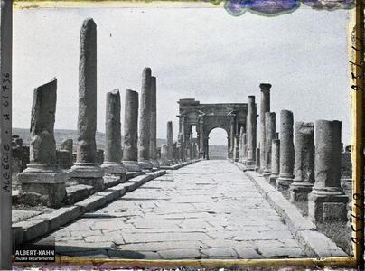 Algérie, Timgad, Decumanus Maximus vers Arc de Trajan