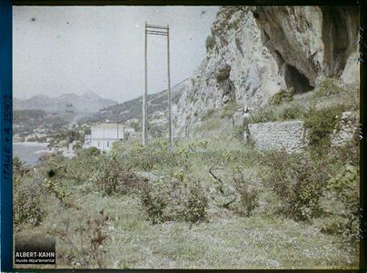 France, Menton-Garavan, Situation des grottes sur le littoral.Situation des grottes sur le littoral
