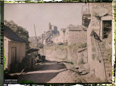 France, Najac, Aspect Sud-Est de la Ville basse et du Château, vue prise de la Fouillade