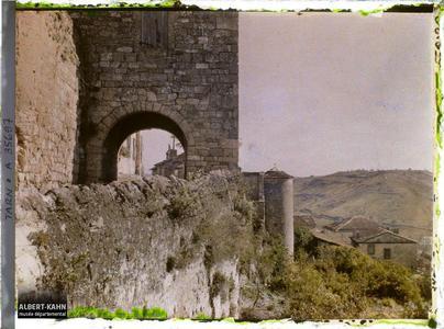 France, Cordes (Tarn), Vue prise des remparts Coté Sud