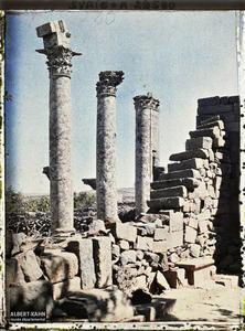 Syrie, Kanaouat, Les trois colonnes du Temple de la Ville Haute.Vestiges du temple romain dédié à Zeus