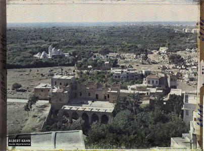 Syrie, Tripoli, Vue générale de Tripoli vers la Mosquée Tailan et les jardins de la ville. Panorama avec la mosquée de Taylan à gauche et le cimetière musulman à droite