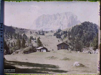 Tyrol, Wolkenstein, Col du Groedner, l'alpage du Groedner 2100m et le Langkopel.