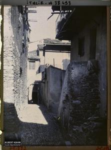 Italie, Tenda, Divers aspects des rues. Une ruelle