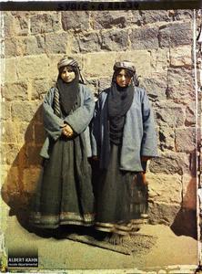 Syrie, Tell-Es-Shehab, Types de femmes arabes, une jeune mariée et sa Cousine. Une jeune mariée (celle de gauche ?) et sa cousine
