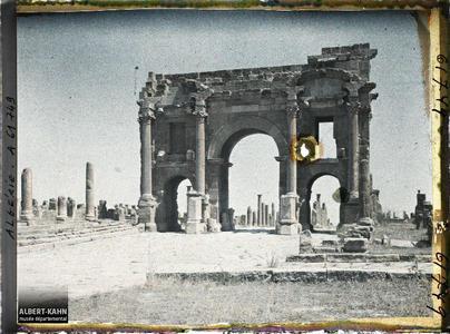 Algérie, Timgad, Arc de Trajan face Ouest