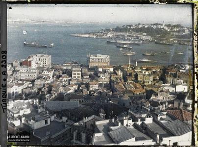 Turquie, Constantinople, Vues prises de haut de la Tour de Galata. Le bas de la Corne d'Or et l'entrée du Bosphore, depuis le haut de la tour de Galata (rive gauche, nord)